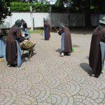 monache al lavoro