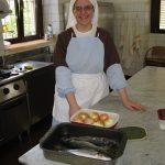 Monaca che cucina