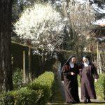 Due monache nel giardino
