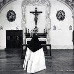 Monaca che prega