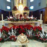 Altare chiesa addobbato
