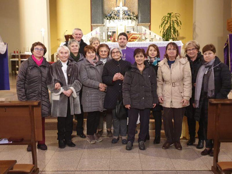 Gruppo di partecipanti alla messa