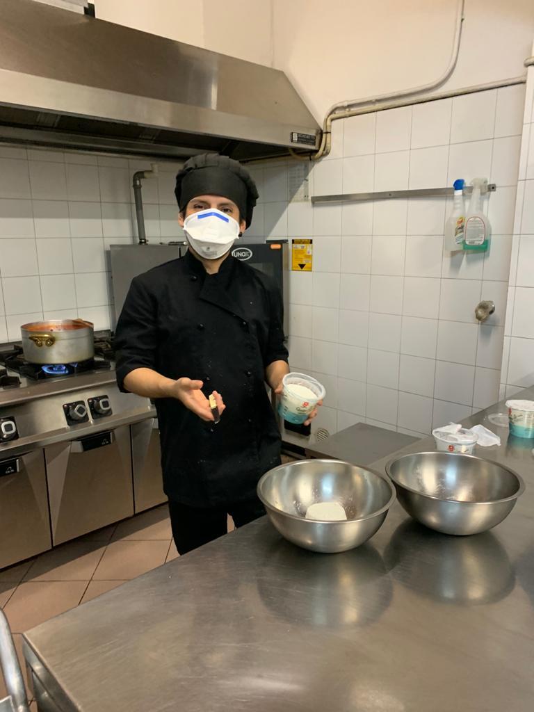Cuoco che cucina