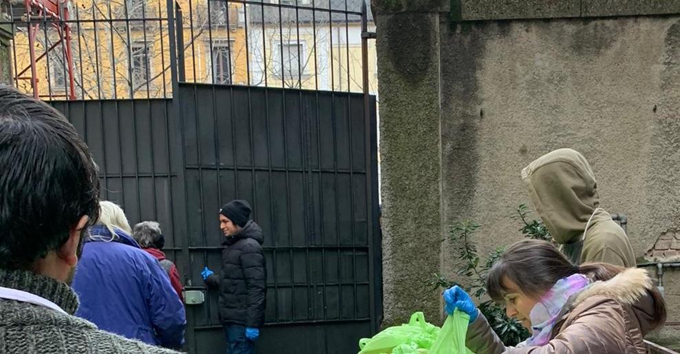 Distribuzione dei pasti all'esterno
