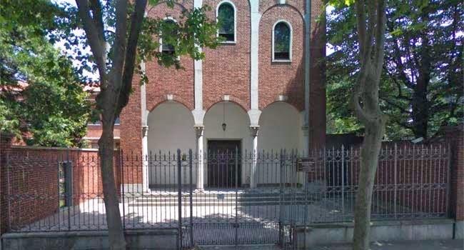Ingresso alla chiesa nel moastero
