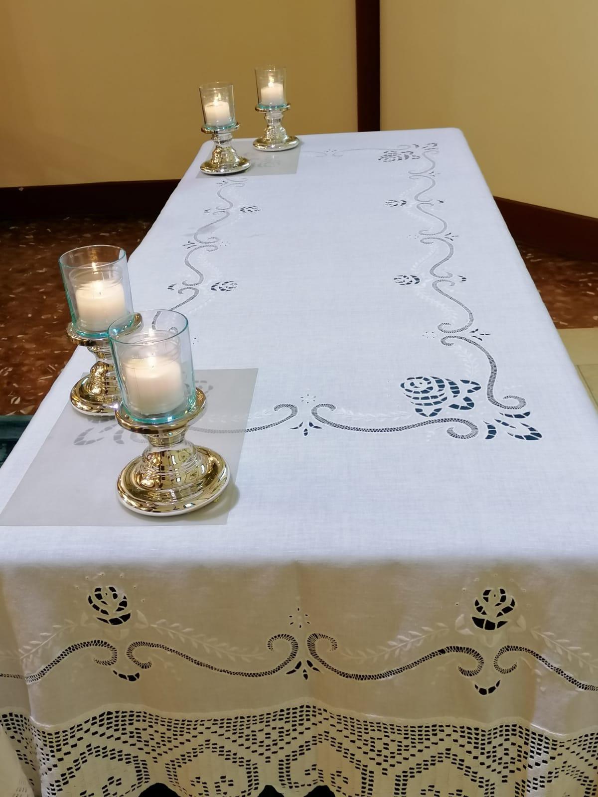 L'altare di una chiesa